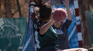 Las chicas de handball de la UNLaM festejaron ante Dickens