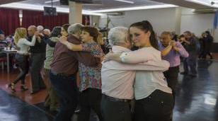 La comunidad disfrutó de una noche de tango en la UNLaM