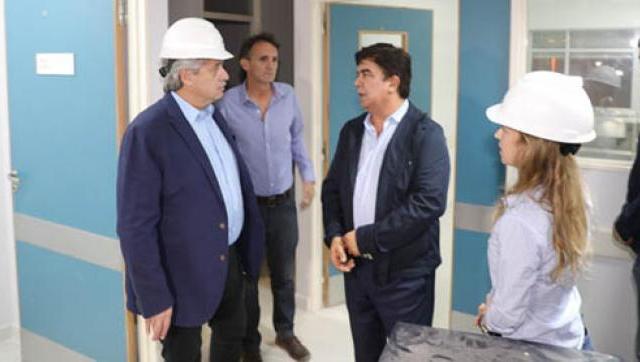 Fernández supervisó el avance de las obras del Hospital René Favaloro junto a Fernando Espinoza, Gabriel Katopodis y Máximo Kirchner
