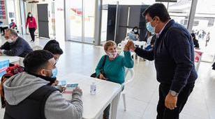 Vacunan a mayores de 60 años y más de 40 con enfermedades preexistentes en la Provincia de Buenos Aires